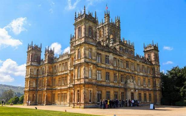 A tour through the Highclere Castle in Hampshire